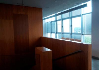 Nave Entidad Financiera - Siero. Escalera acceso Oficinas